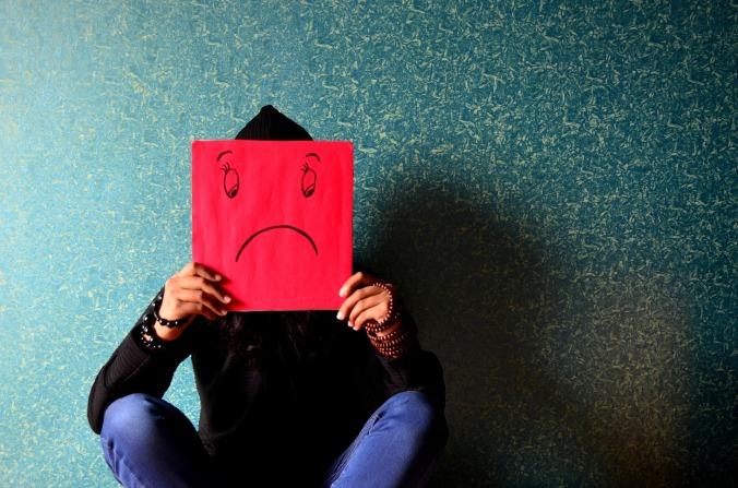 unhappy-389944_1920